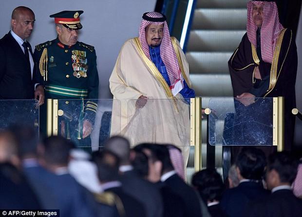 Vua Ả Rập công du Nhật Bản với hàng trăm chiếc limousine và hơn 1.000 người tháp tùng - Ảnh 2.