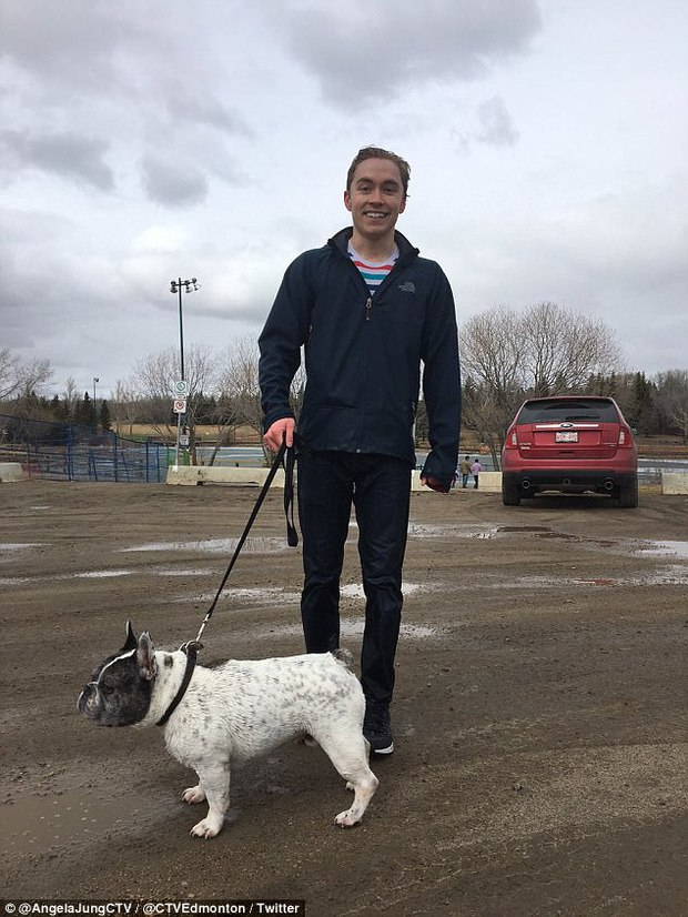 Chàng trai trẻ lao xuống dòng sông băng để giải cứu chú chó cưng mắc kẹt - Ảnh 3.