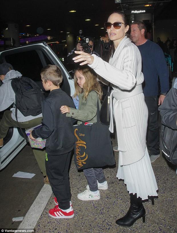 Chi tiết chuyến bay kết thúc cuộc hôn nhân Jolie-Pitt: Angelina phải yêu cầu Brad tỉnh rượu và cách ly các con - Ảnh 5.