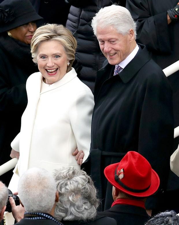 Ý nghĩa đặc biệt phía sau việc 2 cô con gái của tân Tổng thống Donald Trump cùng mặc trang phục màu trắng - Ảnh 2.