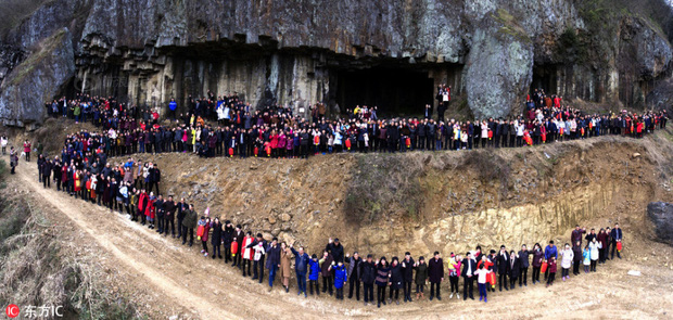 Bức ảnh gia đình hoành tráng nhất Trung Quốc với sự góp mặt của 500 thành viên - Ảnh 4.