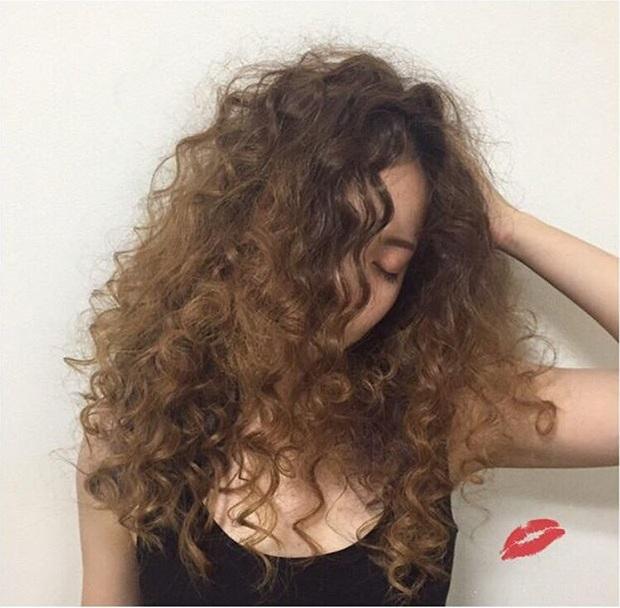 Chán tóc xoăn nhẹ nhàng, con gái Hàn rủ nhau làm tóc xoăn xù mì hoài cổ giống Sulli - Ảnh 4.