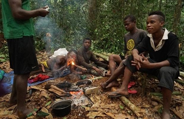 Bên trong bộ lạc gần 50% trẻ em không thể sống quá 5 tuổi ở châu Phi - Ảnh 4.