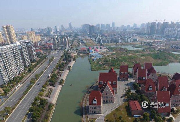 Trung Quốc: Hòn đảo ma toàn dinh thự đắt tiền giữa lòng thành phố Tô Châu - Ảnh 5.