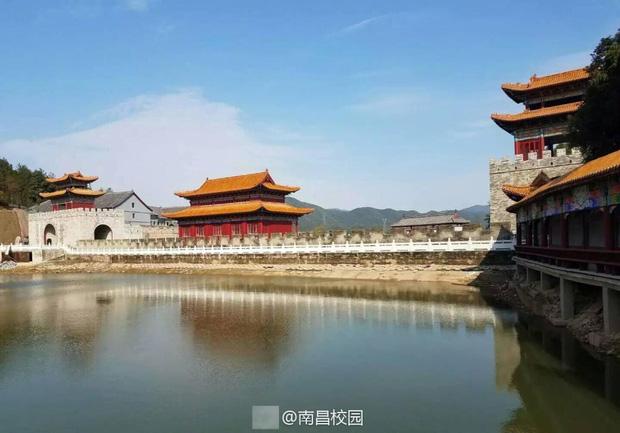 Sinh viên Trung Quốc thích thú với trường học có lối thiết kế như Hoàng cung, đi học như lên chầu - Ảnh 5.
