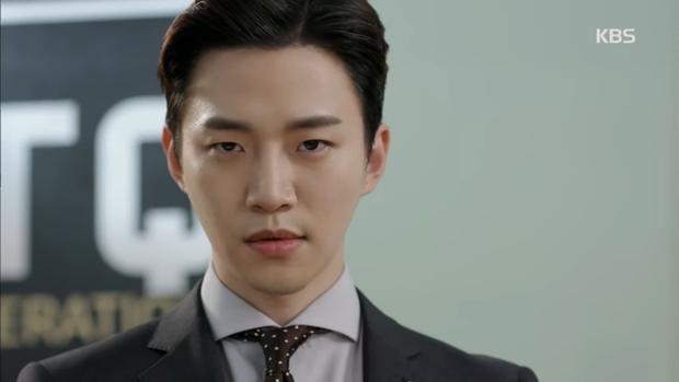 """""""Sếp Kim"""" siêu lầy: Nam Goong Min """"cosplay"""" cảnh catwalk kinh điển của Goblin - Ảnh 8."""