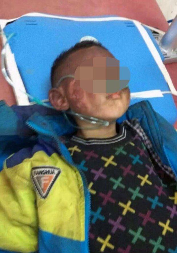 Trung Quốc: 2 đứa trẻ bị bỏ lại trong xe dùng bật lửa thiêu rụi cả chiếc Audi A6 - Ảnh 4.