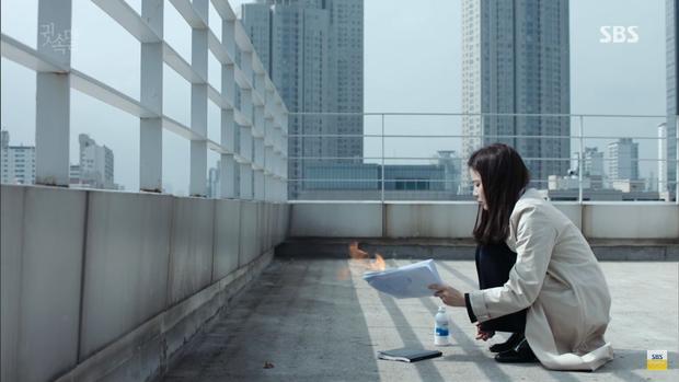 """""""Whisper"""": Bị tố chăn gối với Lee Sang Yoon, Lee Bo Young đáp trả xuất sắc - Ảnh 20."""