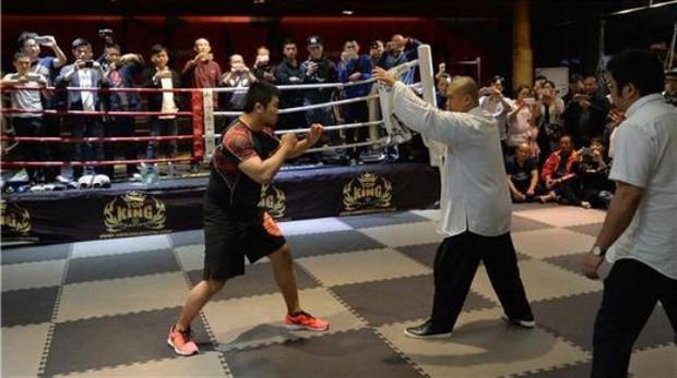Cao thủ Thái Cực Quyền bị võ sĩ MMA hạ đo ván trong vài giây ngắn ngủi - Ảnh 3.