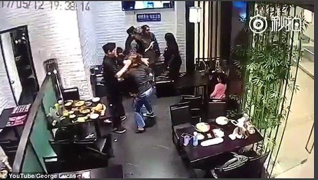 Cô gái hành hung bé gái 4 tuổi ngay giữa nhà hàng vì dám làm hỏng bầu không khí lãng mạn của buổi hẹn hò - Ảnh 5.