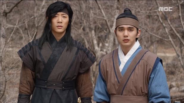 """""""Mặt Nạ Quân Chủ"""": Yoo Seung Ho đội mồ sống dậy, về quê vác giỏ kiếm cơm - Ảnh 4."""