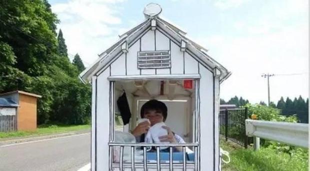 Chuyện thật như đùa: Tiếc tiền thuê nhà, chàng sinh viên Nhật Bản thiết kế nhà giấy để ở - Ảnh 2.