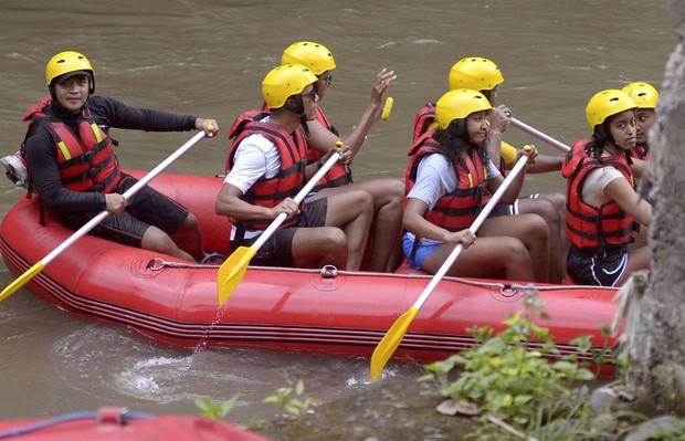 Gia đình Obama cùng nhau chèo thuyền - Ảnh 3.