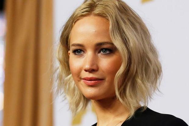 Emma Stone vượt mặt Jennifer Lawrence trở thành nữ diễn viên có tổng cát-xê cao nhất thế giới - Ảnh 3.