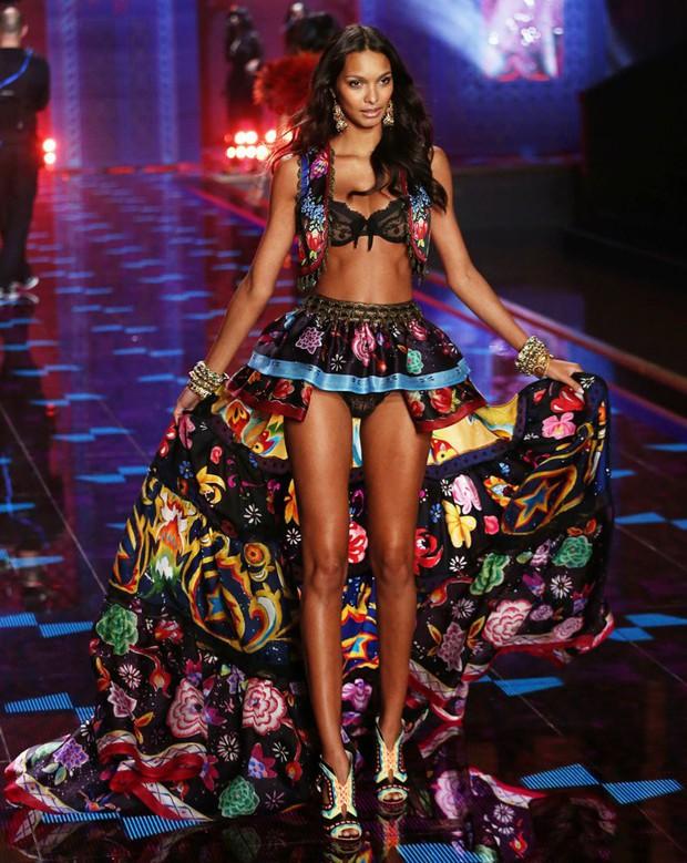 Nghi vấn thiên thần mặt đơ Lais Ribeiro được chọn trình diễn áo lót triệu đô tại Victorias Secret Fashion Show 2017 - Ảnh 6.