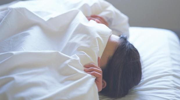 5 kiểu ngủ sai cách nhiều người mắc phải gây hại sức khỏe không ngờ - Ảnh 3.