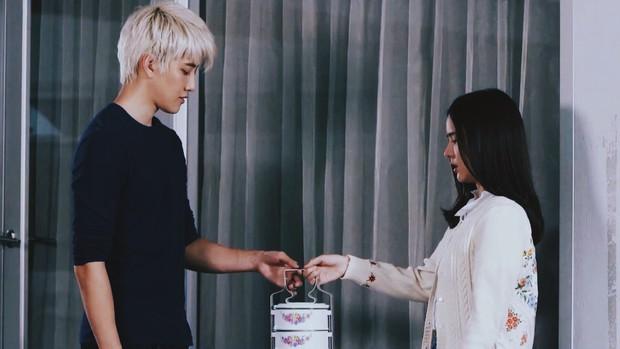 """""""Song Hye Kyo của Thái"""" Aom Sushar lột xác trong phim kinh dị """"Khách Sạn Ma"""" - Ảnh 4."""