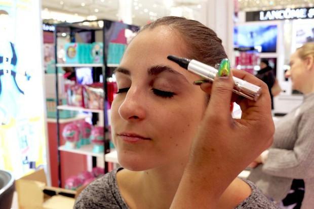 Cô nàng này đã thử dịch vụ lột xác lông mày của 2 hãng mỹ phẩm nổi tiếng và phải ố á với kết quả - Ảnh 4.
