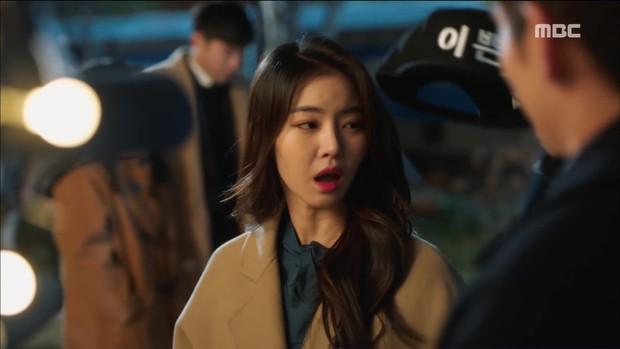 Mặc thân phận sắp bị lộ, robot chủ động cướp nụ hôn đầu của Yoo Seung Ho - Ảnh 5.