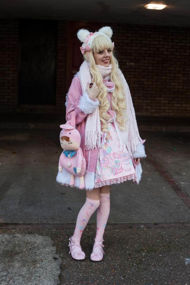 Cô gái trẻ ngày nào cũng mất vài tiếng trang điểm để hóa thân thành búp bê Lolita phiên bản người - Ảnh 5.