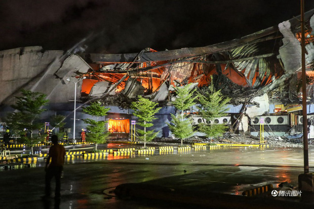 Tổng thống Philippines không kìm được nước mắt khi nghe tin 37 người thiệt mạng trong vụ hỏa hoạn - Ảnh 8.