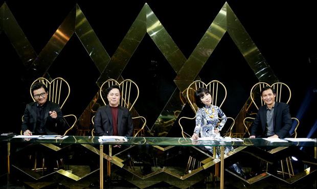 Én vàng: Hết đụng độ người cũ, Mai Tài Phến lại bị fan cuồng nhảy cả vào lòng, cưỡng hôn trên sân khấu - Ảnh 1.