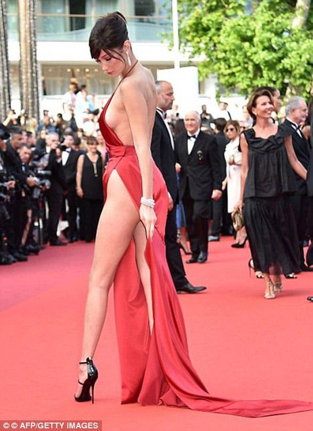Hết lộ nội y, Bella Hadid lại quay clip sàm sỡ vòng 1 sao nữ tại LHP Cannes - Ảnh 8.