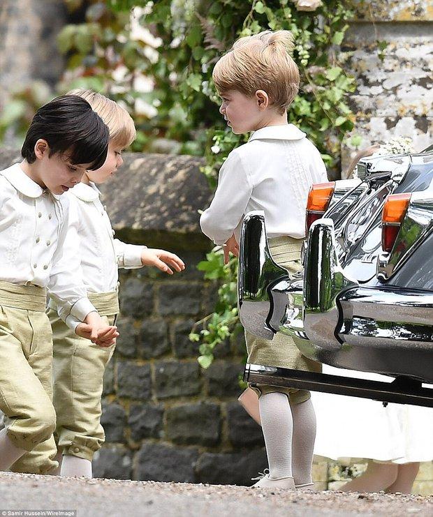 Hoàng tử nhí George và em gái cực đáng yêu trong vai trò phù dâu cho dì Pippa Middleton - Ảnh 9.