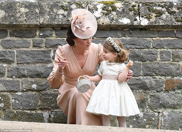 Hoàng tử nhí George và em gái cực đáng yêu trong vai trò phù dâu cho dì Pippa Middleton - Ảnh 12.