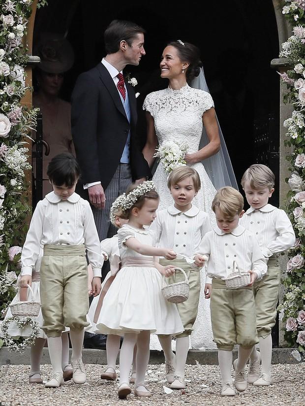 Hoàng tử nhí George và em gái cực đáng yêu trong vai trò phù dâu cho dì Pippa Middleton - Ảnh 14.