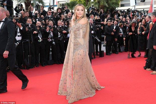 Phạm Băng Băng gây thất vọng, bị Elle Fanning dìm hàng toàn tập tại Cannes! - Ảnh 15.