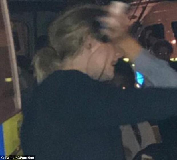 Adele khiến ai cũng yêu khi âm thầm và giản dị đến giúp đỡ nạn nhân vụ cháy lớn tại Anh - Ảnh 3.