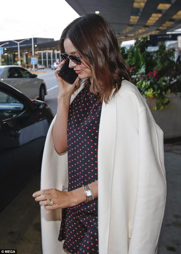 Miranda Kerr xuất hiện tươi tắn sau scandal nhận kim cương để hẹn hò tỷ phú Malaysia - Ảnh 2.