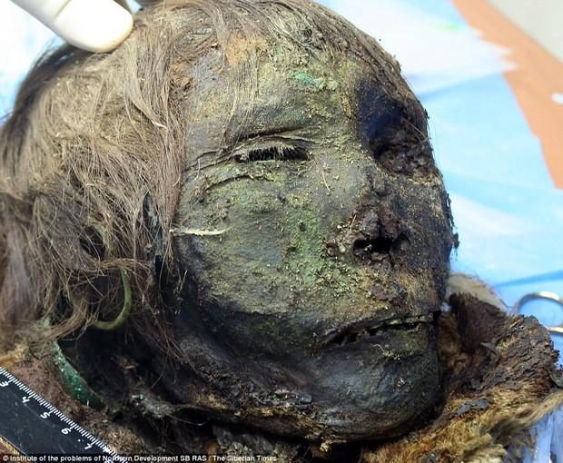 Phát hiện xác ướp công chúa 900 tuổi vẫn còn nguyên tóc, lông mi dài cong vút - Ảnh 1.