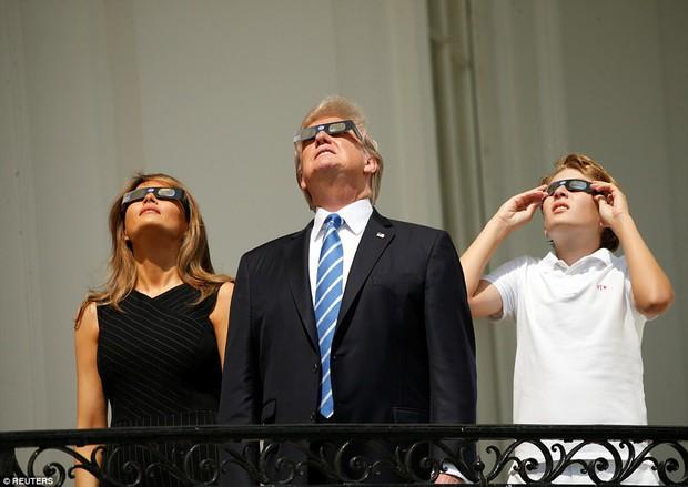 Ngay cả Tổng thống Mỹ Donald Trump cũng hào hứng xem nhật thực toàn phần xuất sắc nhất thế kỷ đêm qua - Ảnh 16.