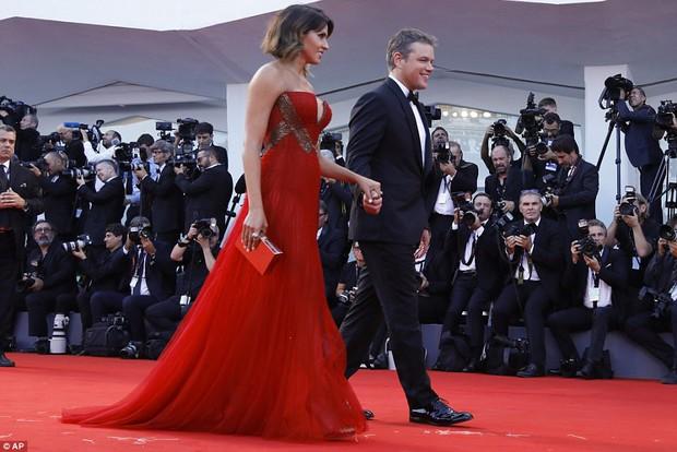 Thảm đỏ LHP Venice: Nữ diễn viên gốc Việt tỏa sáng bên dàn mỹ nhân khoe ngực gợi cảm - Ảnh 8.