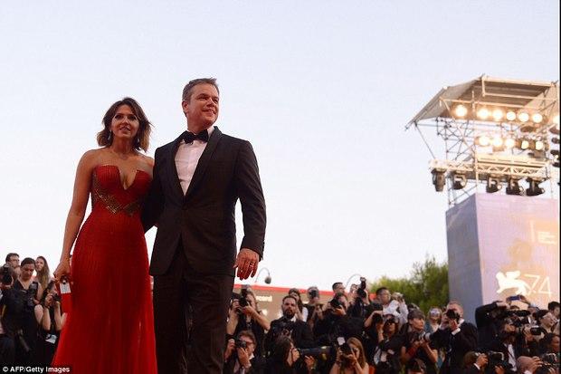 Thảm đỏ LHP Venice: Nữ diễn viên gốc Việt tỏa sáng bên dàn mỹ nhân khoe ngực gợi cảm - Ảnh 9.