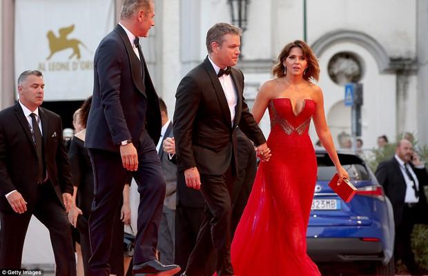 Thảm đỏ LHP Venice: Nữ diễn viên gốc Việt tỏa sáng bên dàn mỹ nhân khoe ngực gợi cảm - Ảnh 7.