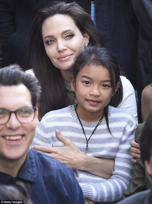 Angelina Jolie xuất hiện hạnh phúc bên 6 người con sau tin tái hợp với Brad Pitt - Ảnh 8.