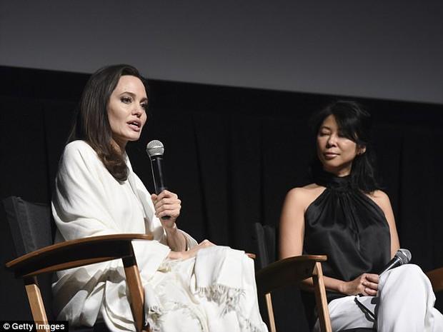 Angelina Jolie xuất hiện hạnh phúc bên 6 người con sau tin tái hợp với Brad Pitt - Ảnh 4.