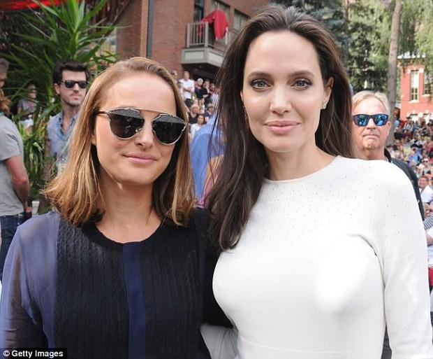 Angelina Jolie xuất hiện hạnh phúc bên 6 người con sau tin tái hợp với Brad Pitt - Ảnh 7.