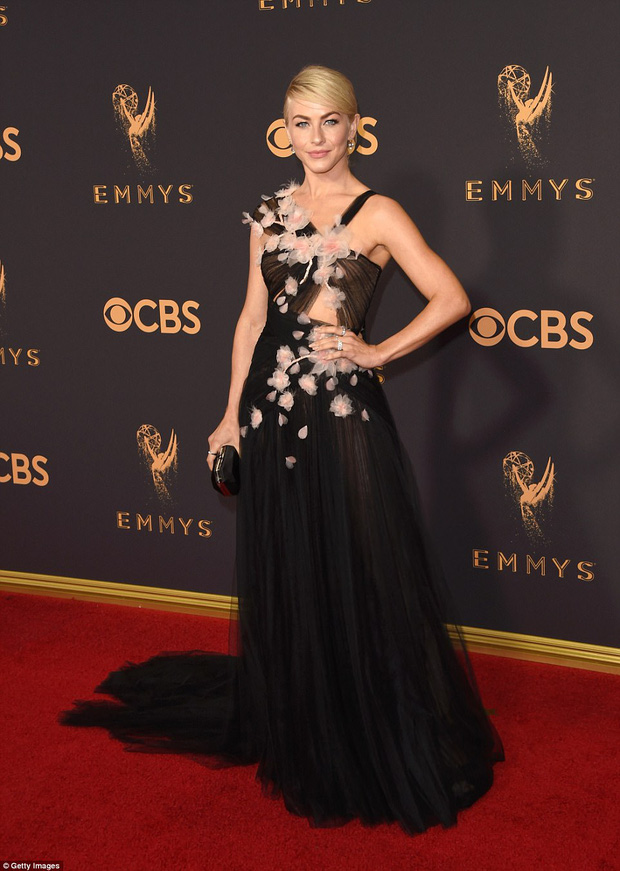 Thảm đỏ Emmy 2017: Dàn mỹ nhân xúng xính váy áo lộng lẫy như những công chúa, bà hoàng trong cổ tích - Ảnh 16.