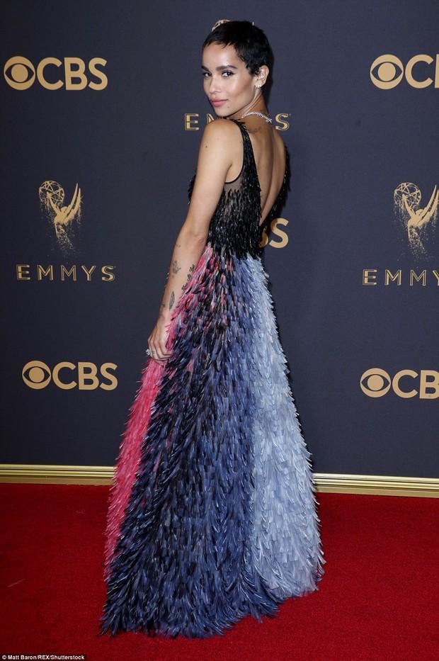 Thảm đỏ Emmy 2017: Dàn mỹ nhân xúng xính váy áo lộng lẫy như những công chúa, bà hoàng trong cổ tích - Ảnh 26.