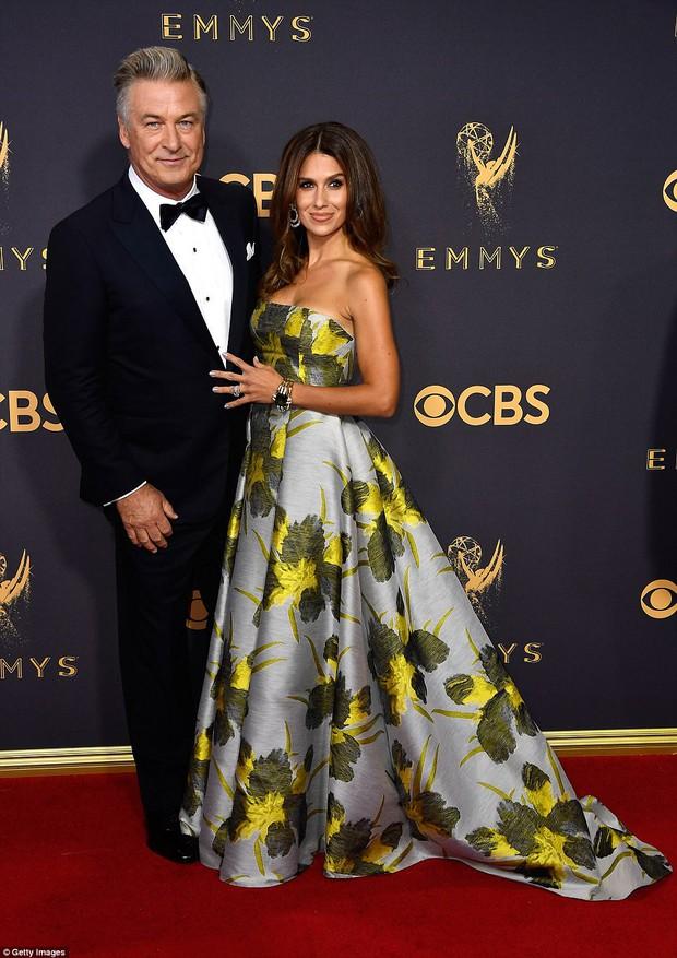 Thảm đỏ Emmy 2017: Dàn mỹ nhân xúng xính váy áo lộng lẫy như những công chúa, bà hoàng trong cổ tích - Ảnh 19.
