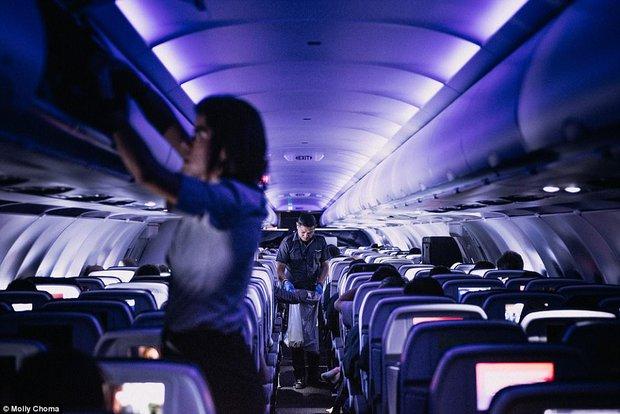 Chùm ảnh: Cuộc sống bí ẩn của các tiếp viên hàng không ở độ cao hơn 9.000m - Ảnh 3.