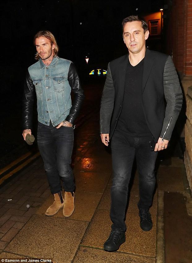 Beckham lịch lãm dự lễ khai trương hộp đêm của Gary Neville - Ảnh 1.