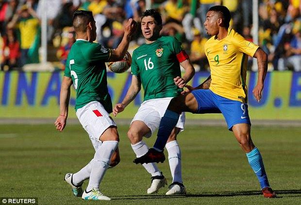 Neymar và đồng đội tuyển Brazil phải thở oxy sau trận hòa Bolivia - Ảnh 3.