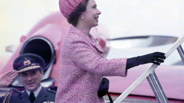 Những đặc quyền không thể tin nổi khi bạn là... nữ hoàng Anh - Ảnh 3.