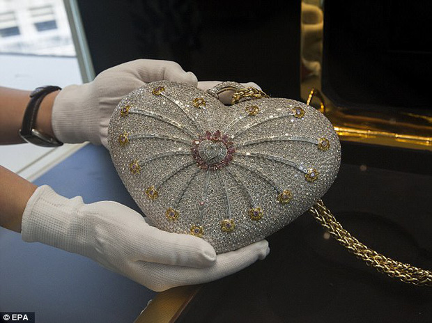 Thèm nhỏ dãi siêu túi xách đính 4.500 viên kim cương có giá hơn 86 tỷ đồng - Ảnh 1.