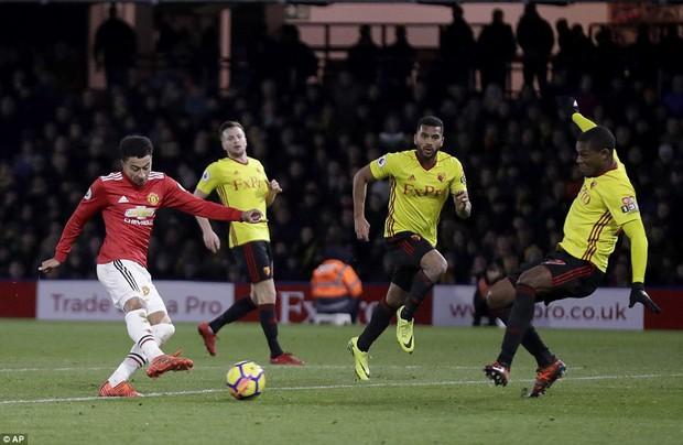 Ashley Young lập cú đúp, Man Utd phả hơi nóng vào gáy Man City - Ảnh 5.